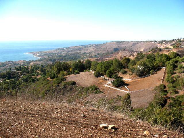 Homes overlooking the Pacific Ocean in Rolling Hills